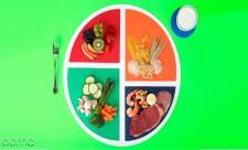 چه نوع مواد غذایی برای کودک بیش فعال منا