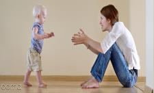 ارتباط راه افتادن کودک با فصل تولدش