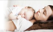 شیر دادن به نوزاد در خواب