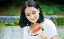 خواص هندوانه برای زنان باردار: مفید یا م