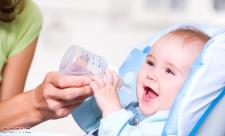 آب دادن به نوزاد از چه زمانی؟