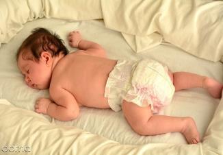علت دمر خوابیدن نوزاد