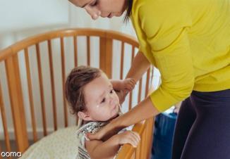 11 علت استفراغ نوزاد و فرق آن با بالا آوردن