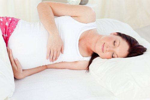 بهترین طرز خوابیدن بارداری