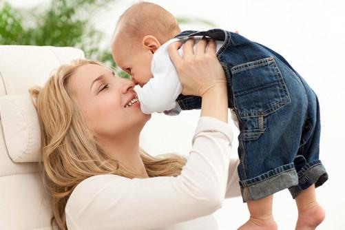 نوزاد شش ماهه