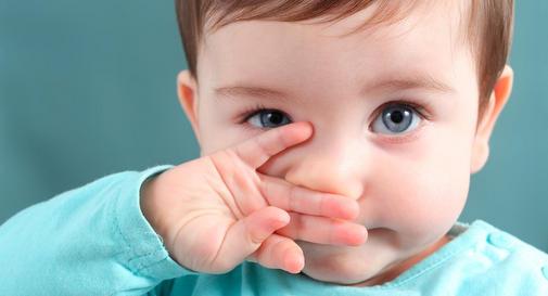 نوزاده ده ماهه در هفته سوم
