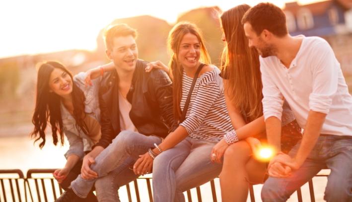 ارتباط با دوستان و استرس