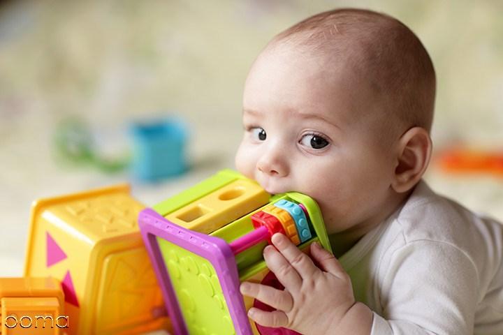 به دهان بردن اشیا در نوزادان