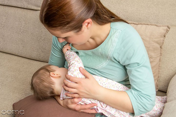 علت عرق کردن نوزاد هنگام شیرخوردن
